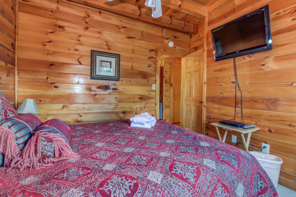 Arrowhead Log Cabin Resort: Papaw's Bear Den Cabin - Pigeon Forge Vacation Rental - Photo 44