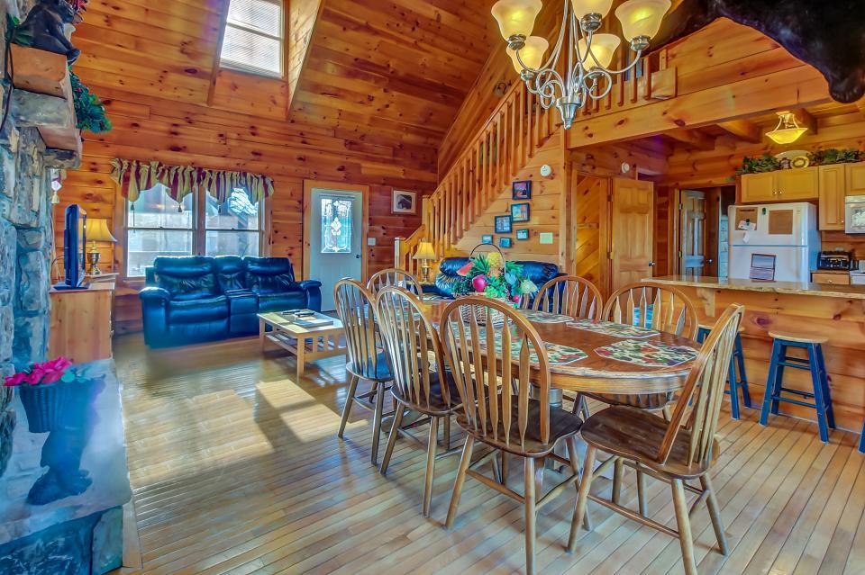 Arrowhead Log Cabin Resort: Papaw's Bear Den Cabin - Pigeon Forge Vacation Rental - Photo 10