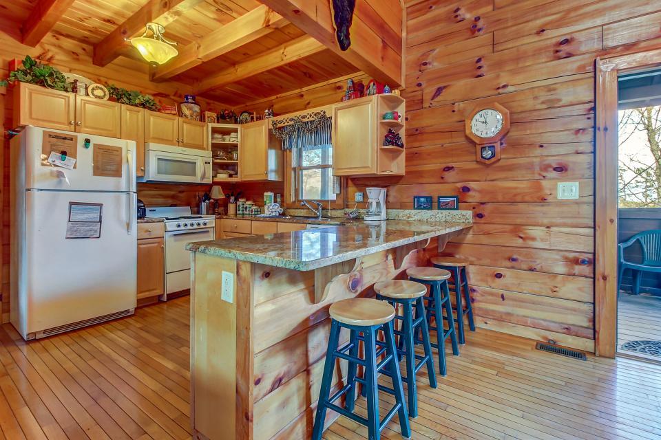 Arrowhead Log Cabin Resort: Papaw's Bear Den Cabin - Pigeon Forge Vacation Rental - Photo 11