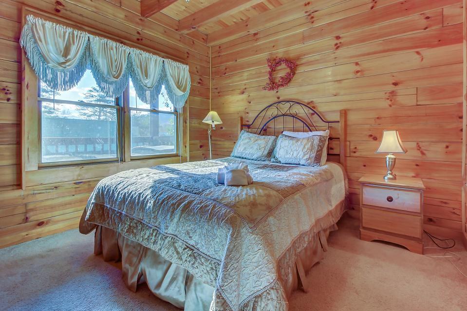 Arrowhead Log Cabin Resort: Papaw's Bear Den Cabin - Pigeon Forge Vacation Rental - Photo 20