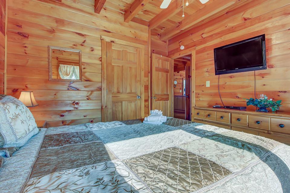 Arrowhead Log Cabin Resort: Papaw's Bear Den Cabin - Pigeon Forge Vacation Rental - Photo 47