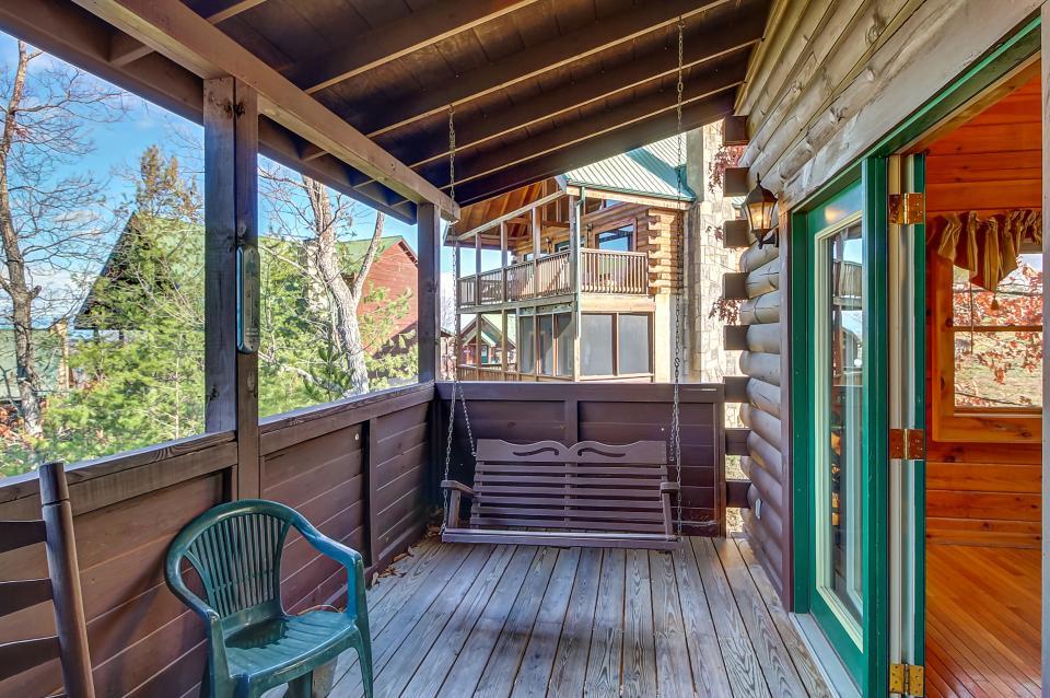 Arrowhead Log Cabin Resort: Papaw's Bear Den Cabin - Pigeon Forge Vacation Rental - Photo 54