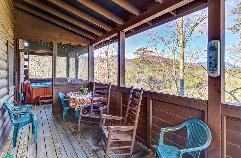Arrowhead Log Cabin Resort: Papaw's Bear Den Cabin - Pigeon Forge Vacation Rental - Photo 28