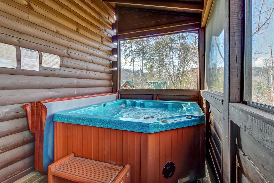 Arrowhead Log Cabin Resort: Papaw's Bear Den Cabin - Pigeon Forge Vacation Rental - Photo 4