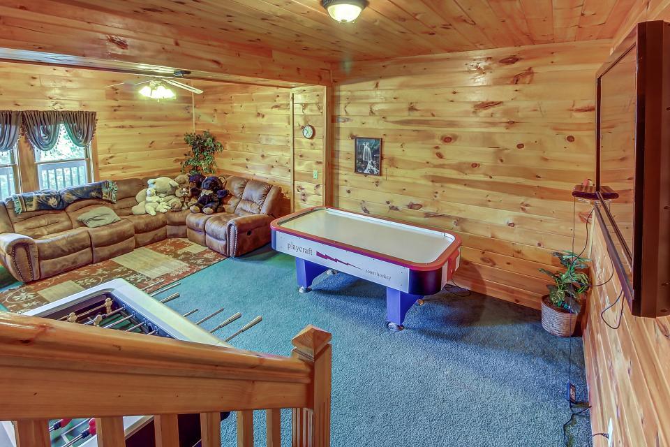 Arrowhead Log Cabin Resort: Papaw's Bear Den Cabin - Pigeon Forge Vacation Rental - Photo 14