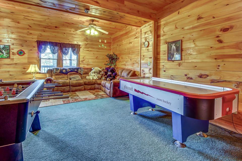 Arrowhead Log Cabin Resort: Papaw's Bear Den Cabin - Pigeon Forge Vacation Rental - Photo 33