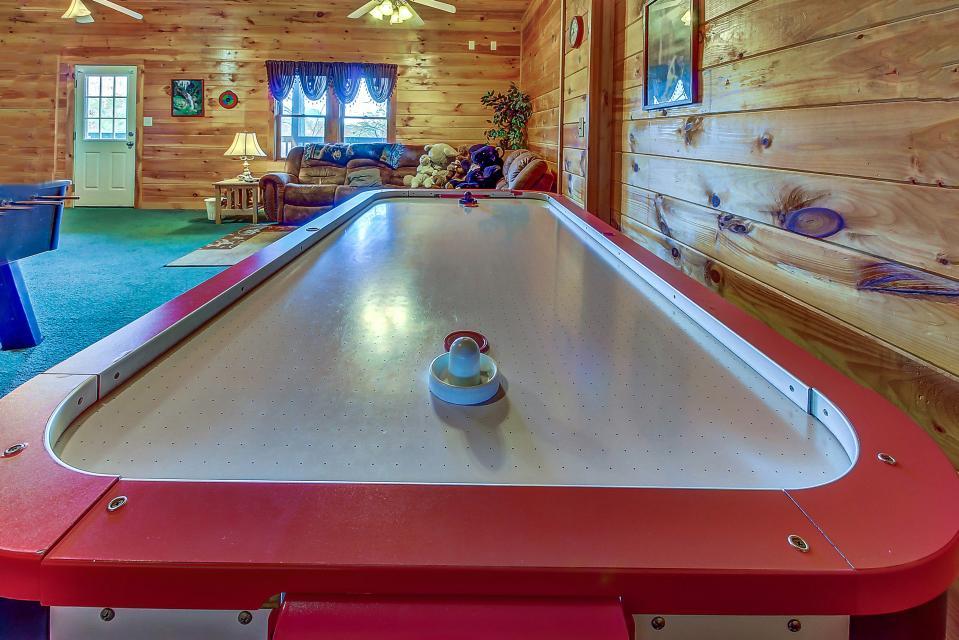 Arrowhead Log Cabin Resort: Papaw's Bear Den Cabin - Pigeon Forge Vacation Rental - Photo 34