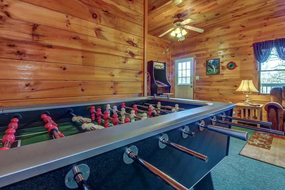 Arrowhead Log Cabin Resort: Papaw's Bear Den Cabin - Pigeon Forge Vacation Rental - Photo 6