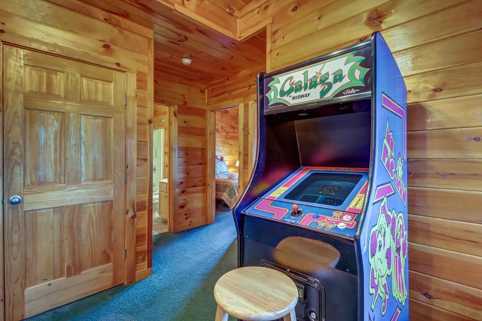 Arrowhead Log Cabin Resort: Papaw's Bear Den Cabin - Pigeon Forge Vacation Rental - Photo 5