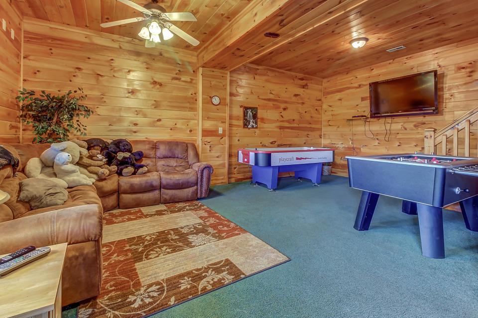Arrowhead Log Cabin Resort: Papaw's Bear Den Cabin - Pigeon Forge Vacation Rental - Photo 36