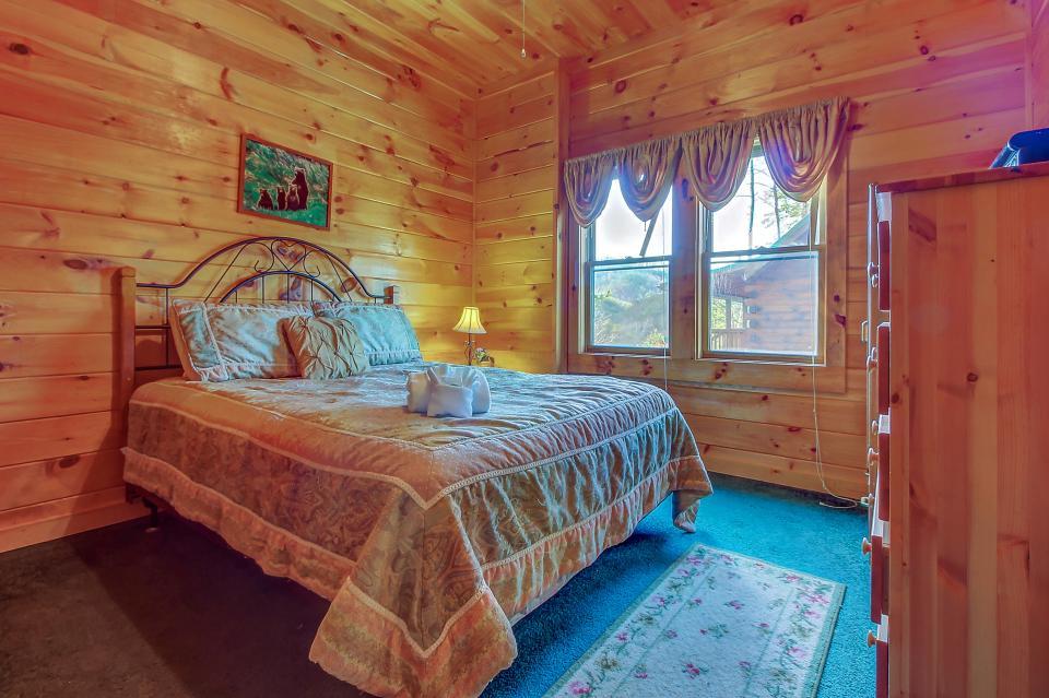 Arrowhead Log Cabin Resort: Papaw's Bear Den Cabin - Pigeon Forge Vacation Rental - Photo 51