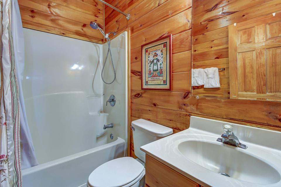 Arrowhead Log Cabin Resort: Papaw's Bear Den Cabin - Pigeon Forge Vacation Rental - Photo 53