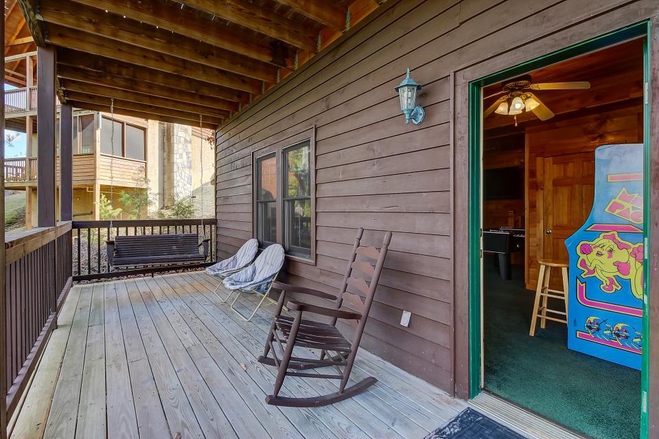 Arrowhead Log Cabin Resort: Papaw's Bear Den Cabin - Pigeon Forge Vacation Rental - Photo 30