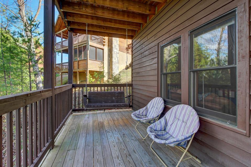 Arrowhead Log Cabin Resort: Papaw's Bear Den Cabin - Pigeon Forge Vacation Rental - Photo 27