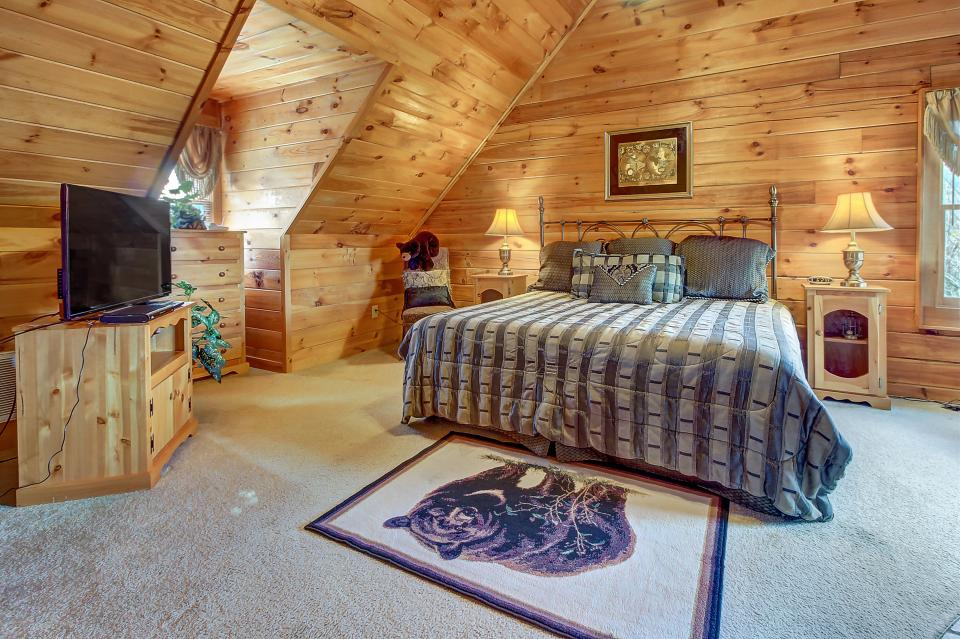 Arrowhead Log Cabin Resort: Papaw's Bear Den Cabin - Pigeon Forge Vacation Rental - Photo 17