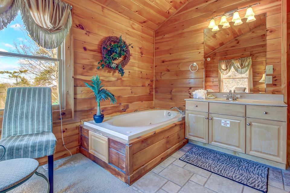 Arrowhead Log Cabin Resort: Papaw's Bear Den Cabin - Pigeon Forge Vacation Rental - Photo 18