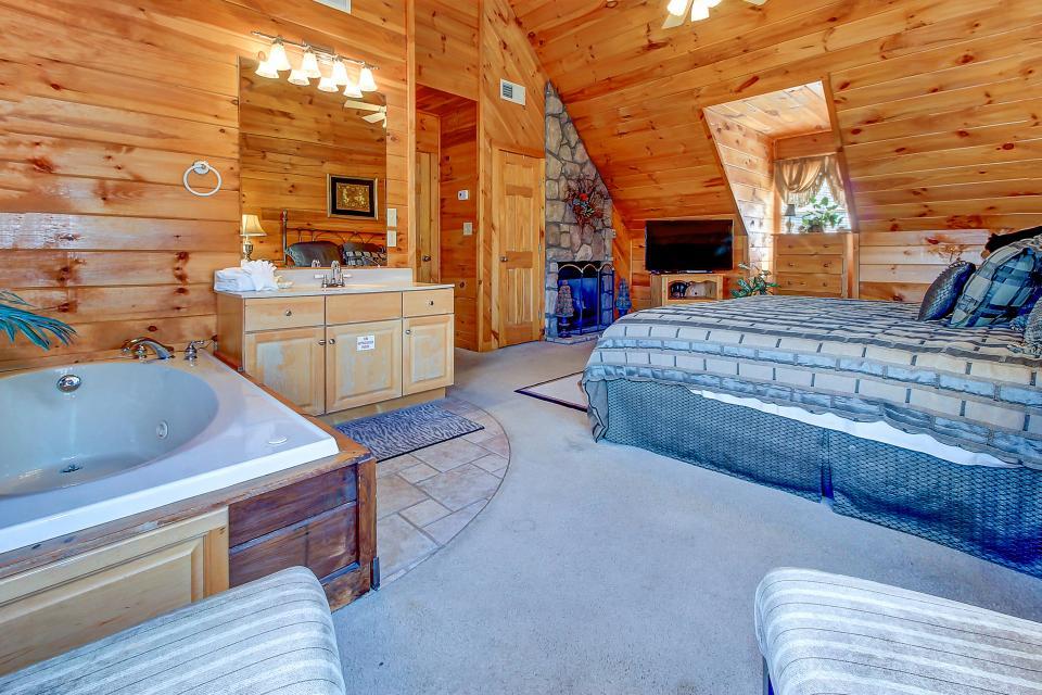 Arrowhead Log Cabin Resort: Papaw's Bear Den Cabin - Pigeon Forge Vacation Rental - Photo 38
