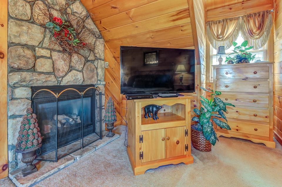 Arrowhead Log Cabin Resort: Papaw's Bear Den Cabin - Pigeon Forge Vacation Rental - Photo 42