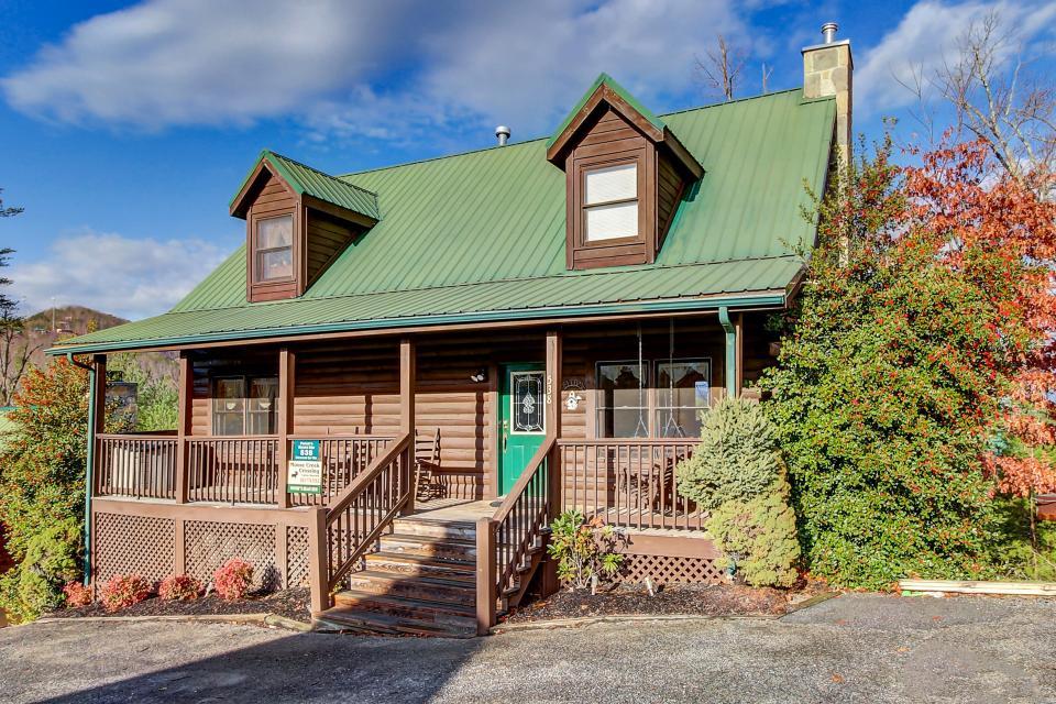 Arrowhead Log Cabin Resort: Papaw's Bear Den Cabin - Pigeon Forge - Take a Virtual Tour