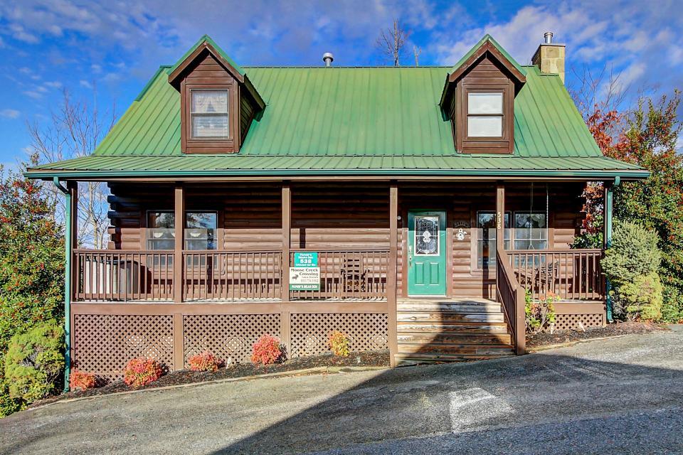 Arrowhead Log Cabin Resort: Papaw's Bear Den Cabin - Pigeon Forge Vacation Rental - Photo 32