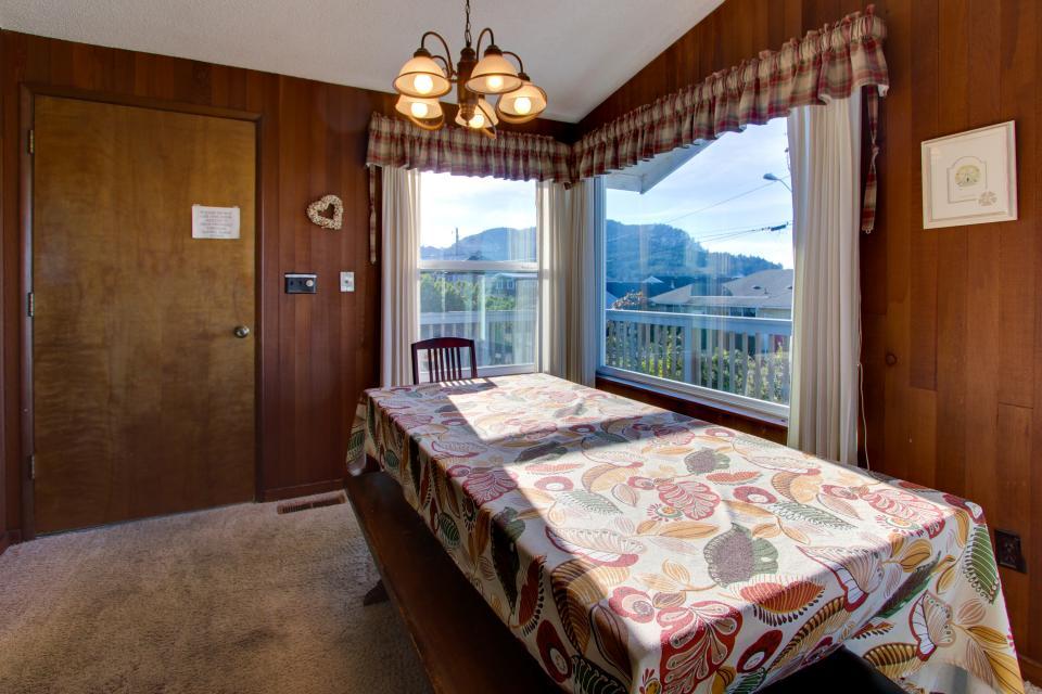 Ocean Vista Vacation Home - Seaside Vacation Rental - Photo 34