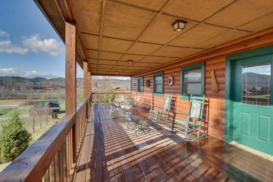 Amazing Grace Cabin - Sevierville Vacation Rental - Photo 53