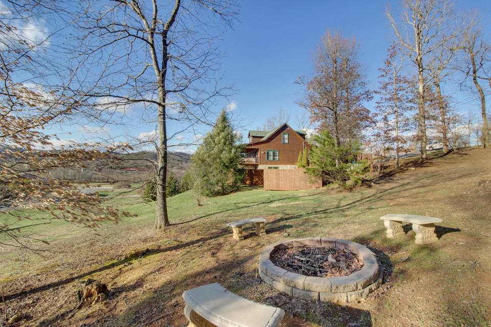 Amazing Grace Cabin - Sevierville Vacation Rental - Photo 7