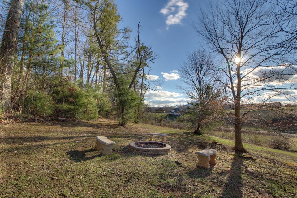 Amazing Grace Cabin - Sevierville Vacation Rental - Photo 5