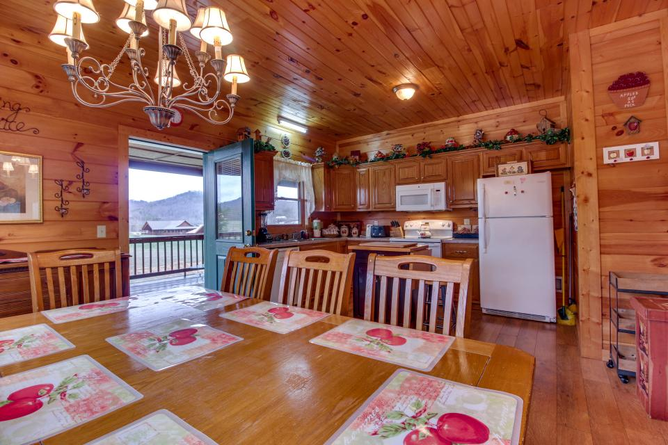 Amazing Grace Cabin - Sevierville Vacation Rental - Photo 9