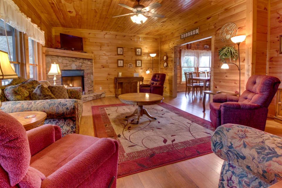 Amazing Grace Cabin - Sevierville Vacation Rental - Photo 4