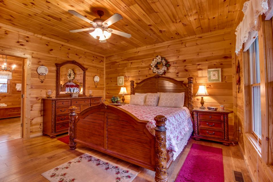 Amazing Grace Cabin - Sevierville Vacation Rental - Photo 16