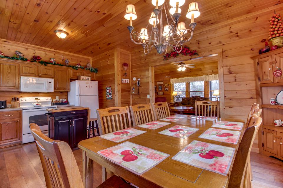 Amazing Grace Cabin - Sevierville Vacation Rental - Photo 11