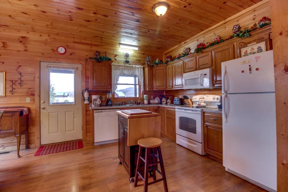 Amazing Grace Cabin - Sevierville Vacation Rental - Photo 12