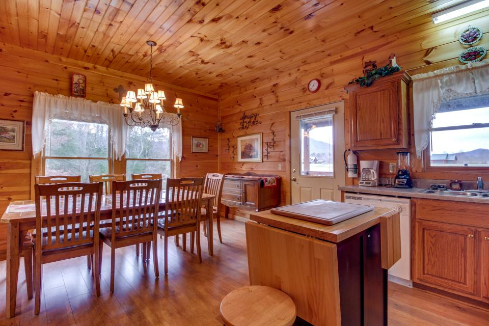 Amazing Grace Cabin - Sevierville Vacation Rental - Photo 13