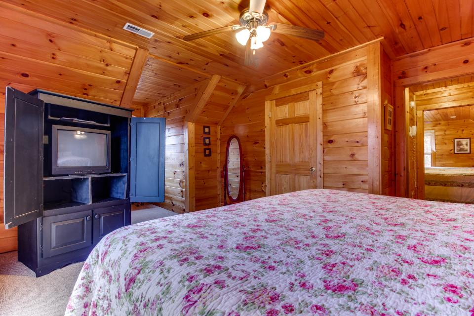 Amazing Grace Cabin - Sevierville Vacation Rental - Photo 20