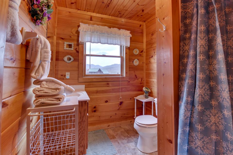 Amazing Grace Cabin - Sevierville Vacation Rental - Photo 45