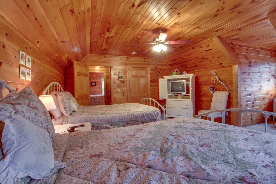 Amazing Grace Cabin - Sevierville Vacation Rental - Photo 22