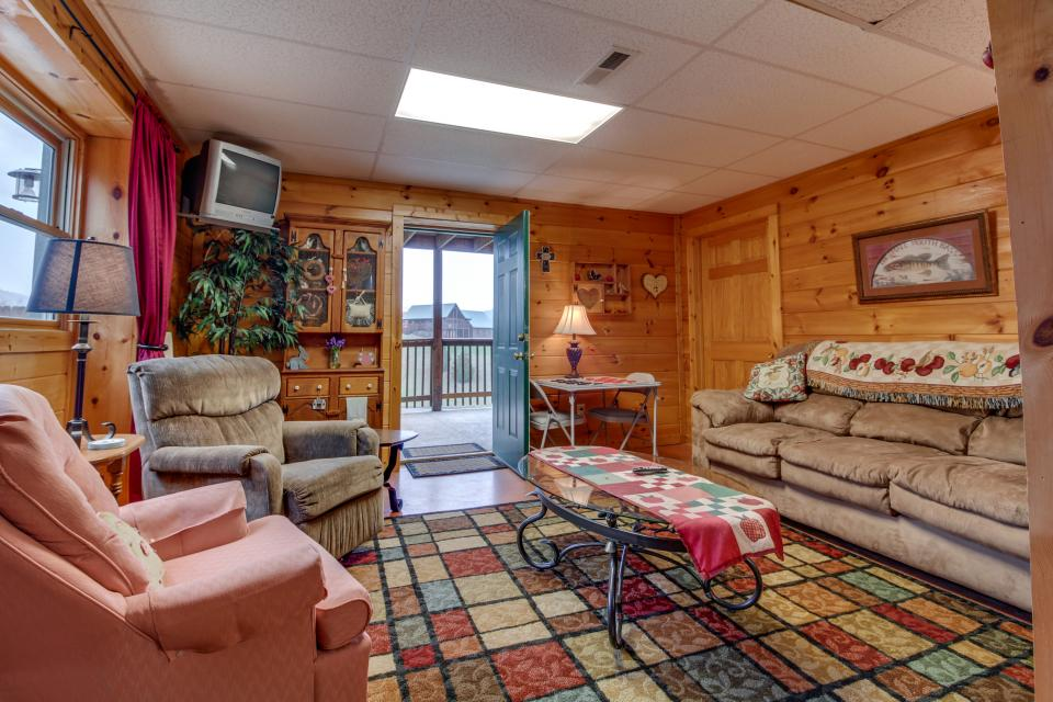 Amazing Grace Cabin - Sevierville Vacation Rental - Photo 14
