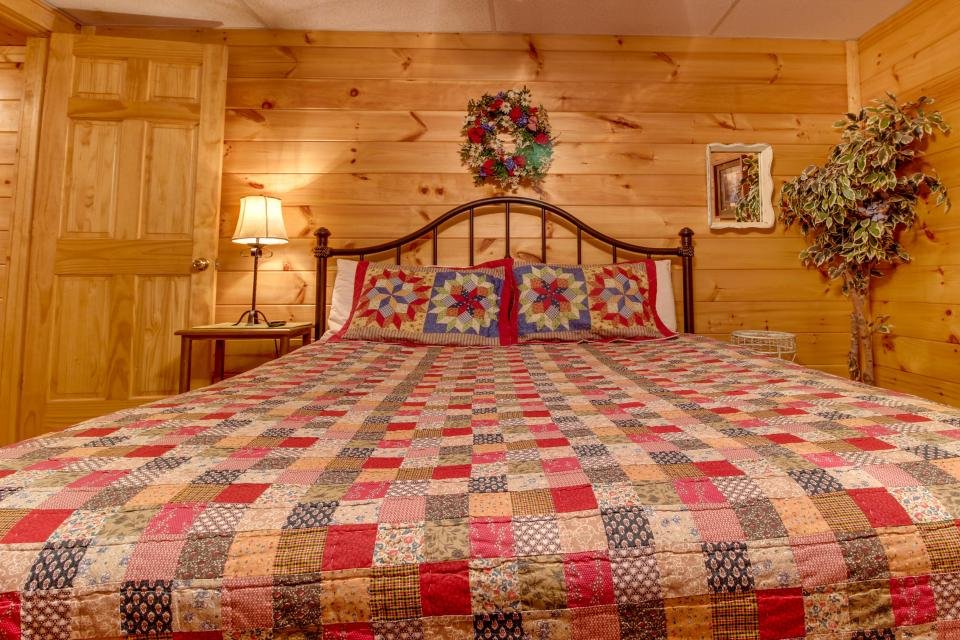 Amazing Grace Cabin - Sevierville Vacation Rental - Photo 24