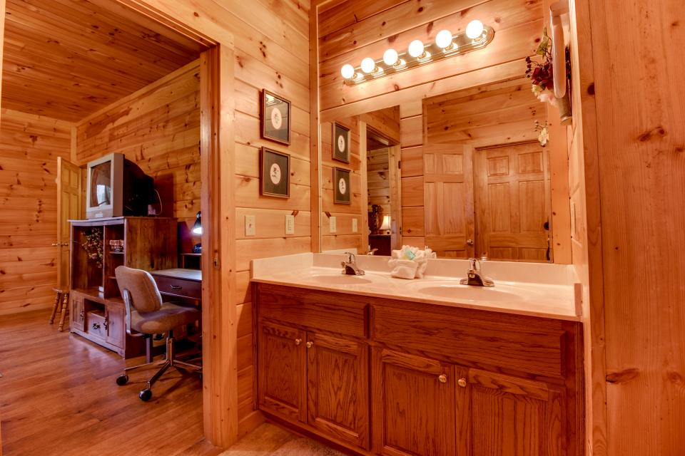 Amazing Grace Cabin - Sevierville Vacation Rental - Photo 40