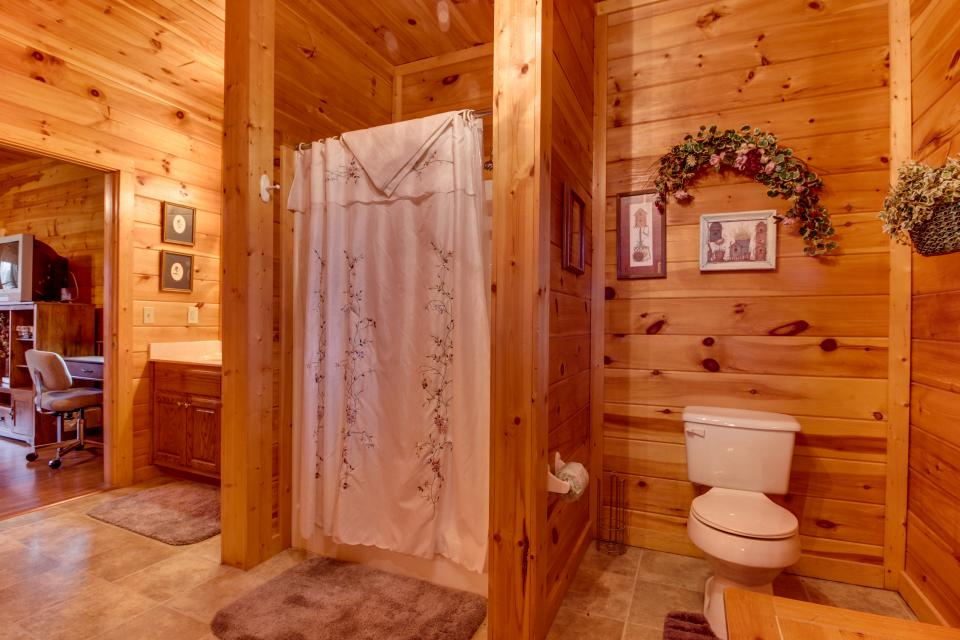 Amazing Grace Cabin - Sevierville Vacation Rental - Photo 42