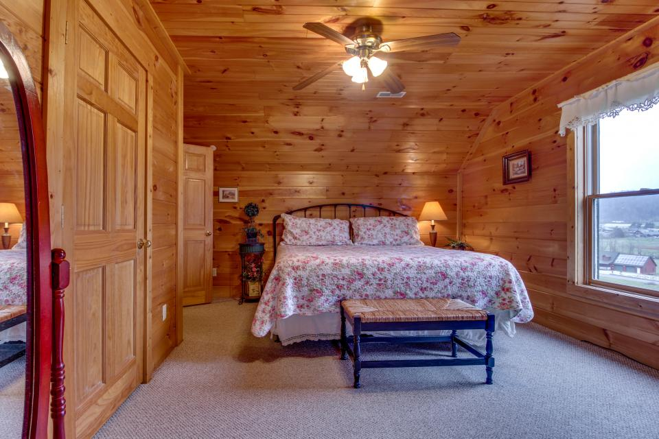 Amazing Grace Cabin - Sevierville Vacation Rental - Photo 44