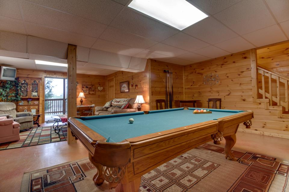 Amazing Grace Cabin - Sevierville Vacation Rental - Photo 2