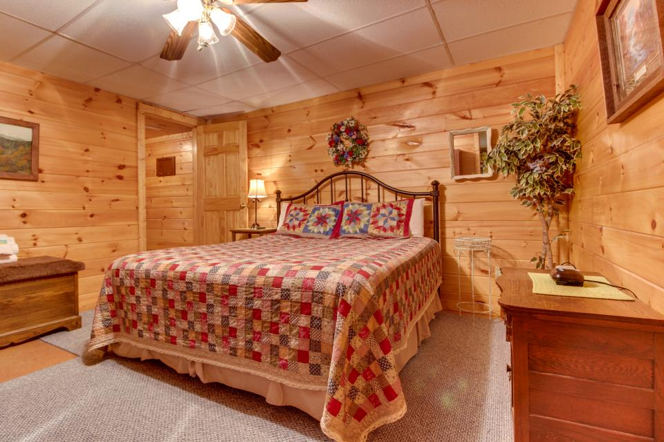 Amazing Grace Cabin - Sevierville Vacation Rental - Photo 49