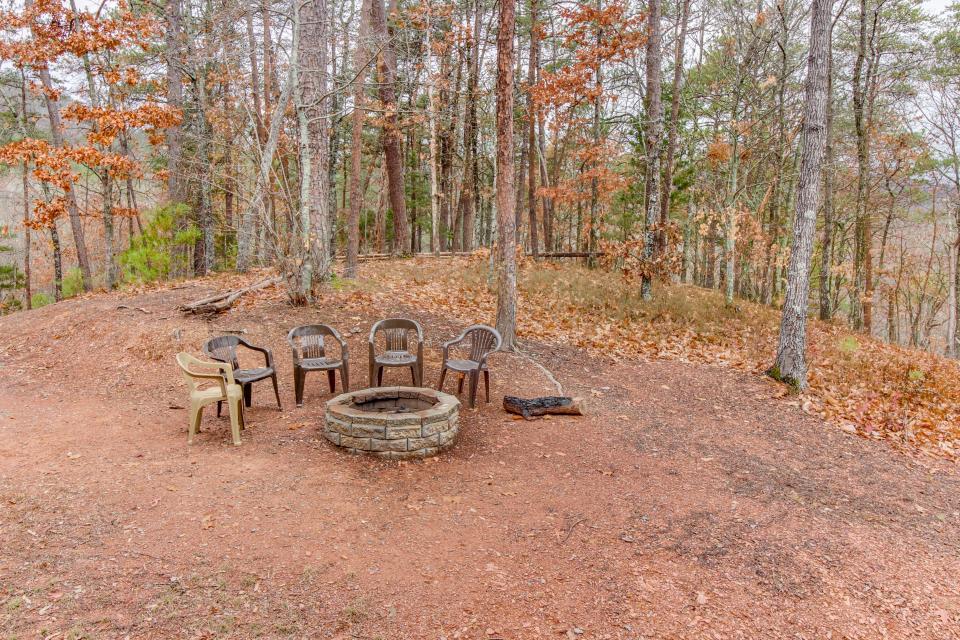 Cherokee Overlook Cabin - Chatsworth Vacation Rental - Photo 6
