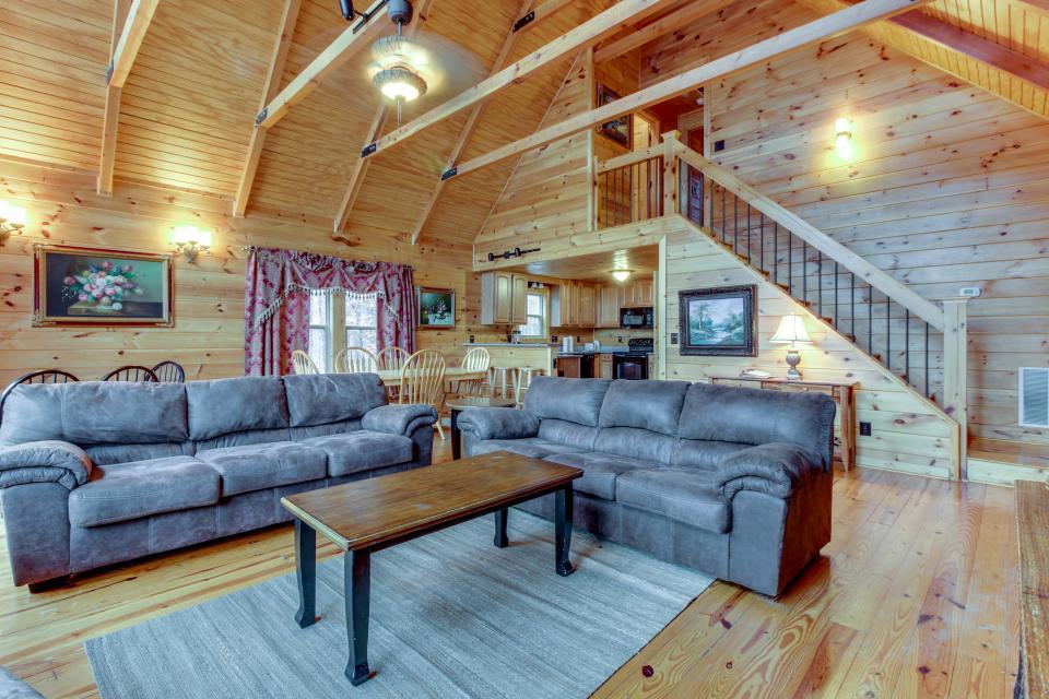 Cherokee Overlook Cabin - Chatsworth Vacation Rental - Photo 8