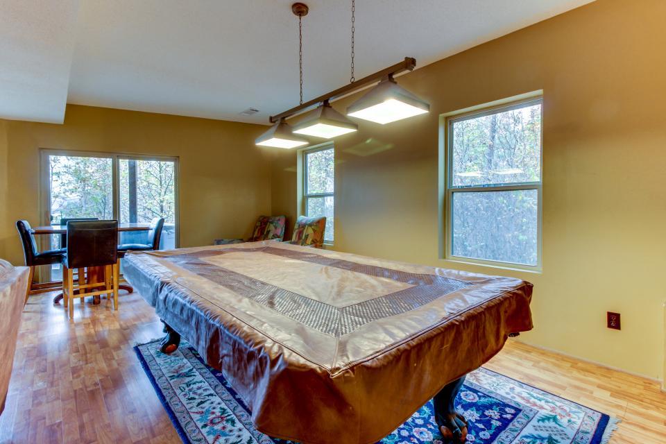 Cherokee Overlook Cabin - Chatsworth Vacation Rental - Photo 5