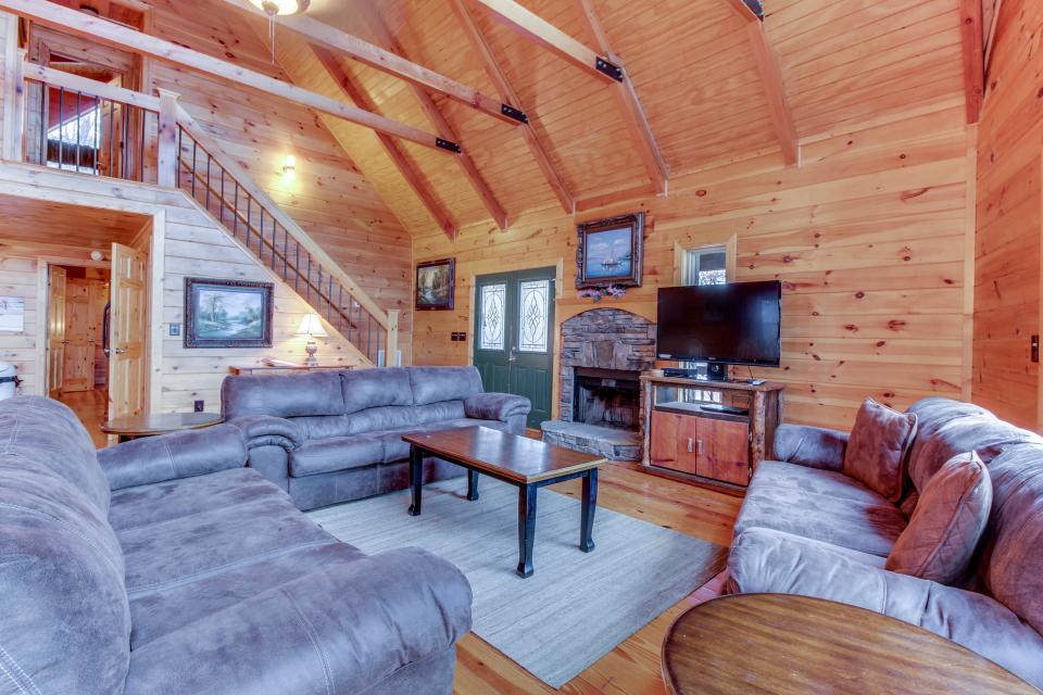 Cherokee Overlook Cabin - Chatsworth Vacation Rental - Photo 9