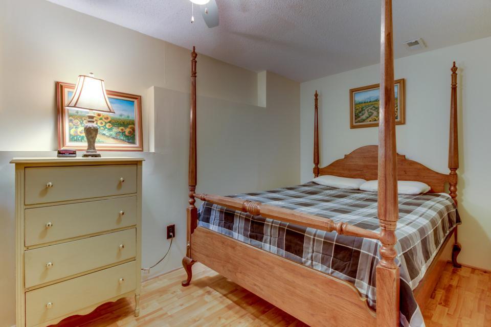 Cherokee Overlook Cabin - Chatsworth Vacation Rental - Photo 19