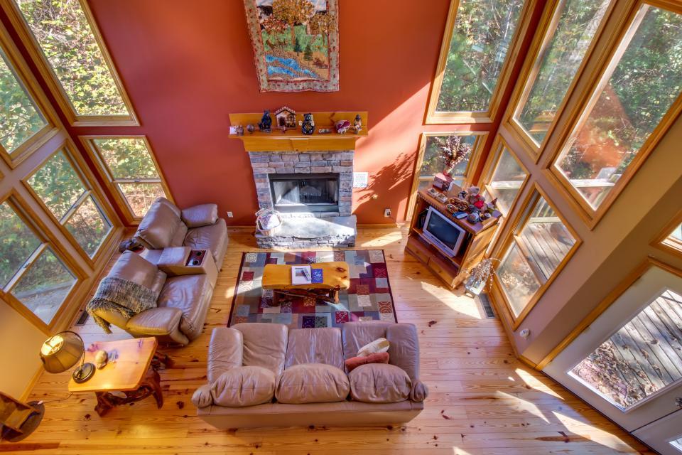 Closer to Heaven Cabin - Talking Rock Vacation Rental - Photo 5